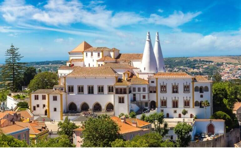 With Talking Heritage Sintra App you can create your own little tour through this enchanted place