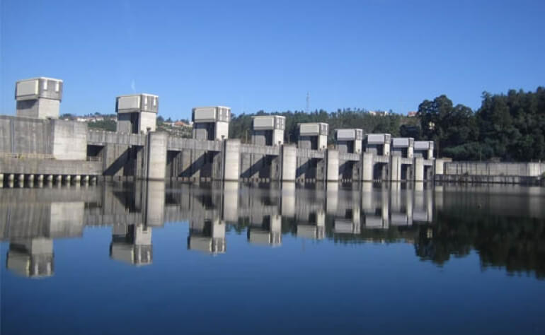 Crestuma-Lever Dam, built bewtween 1978 and 1985