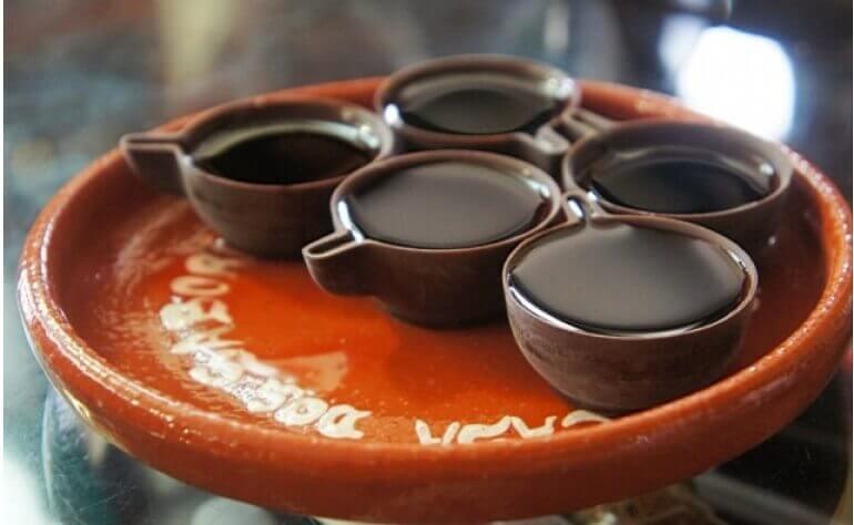 Óbidos é famosa por sua bebida oficial - a Ginjinha