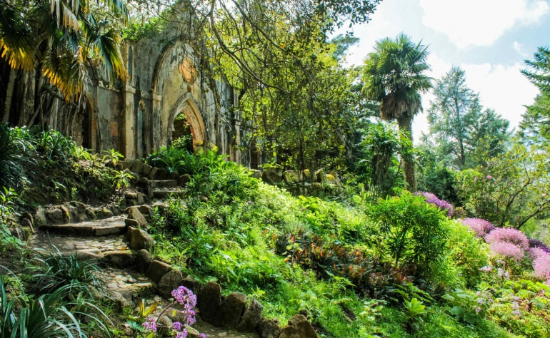 Monserrate Palace and Park complement each other so the romanticism is complete