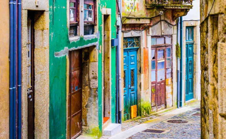 The narrow and lovely alleys of Porto