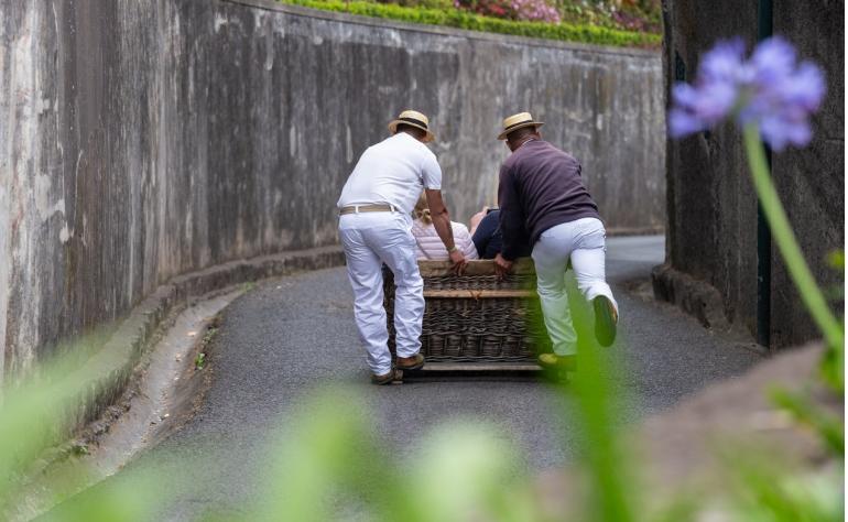 La Descida de Cestos es una actividad tradicional que se realiza con la gente de la isla