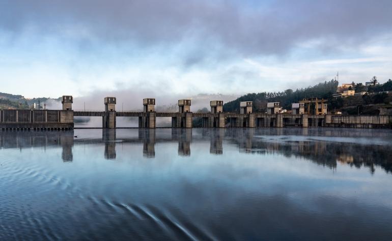 Crestuma-Lever Dam, built bewtween 1978 and 1985